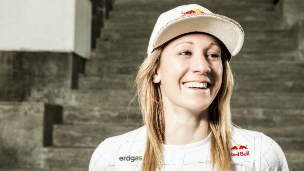 Ironwoman Daniela Ryf lacht.