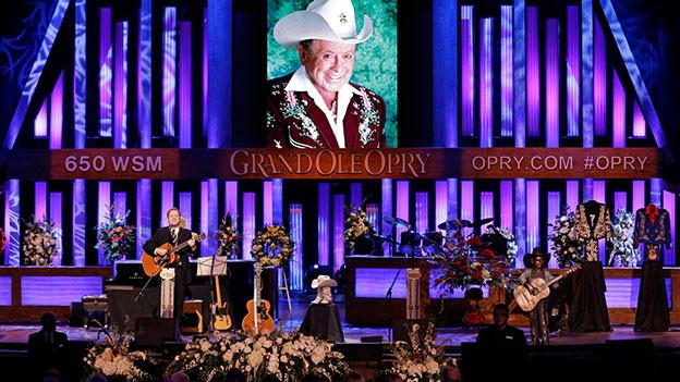 Blick auf die Bühne der Grand Ole Opry.