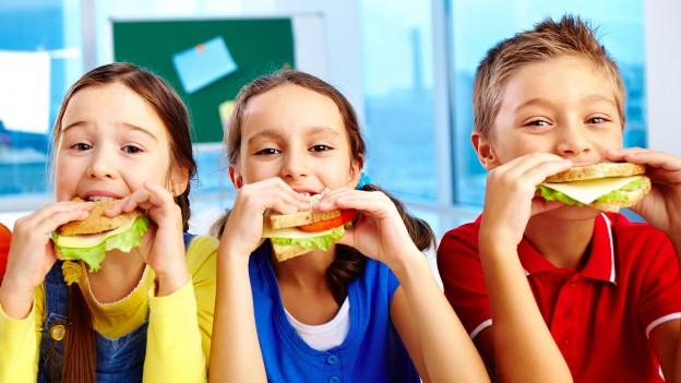 Kinder mit Pausenbrot