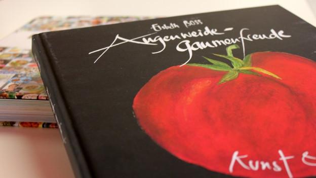 Kochbuch mit Tomate.