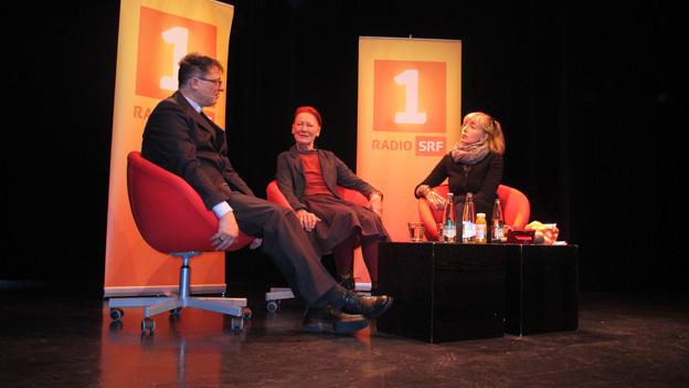 «Persönlich»-Gastgeberin Anita Richner mit ihren Gästen Claudia Moser und Felix Gmür.
