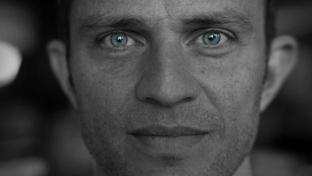 Adrian Küpfer mit blauen Augen.