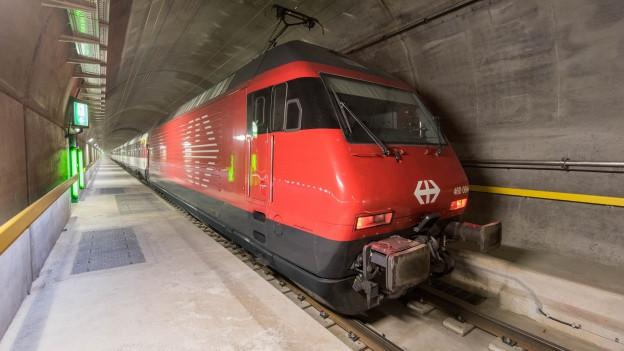 Eine Zug der SBB auf Testfahrt im Gotthard Basistunnel.