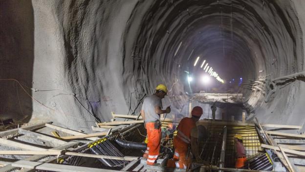 Arbeiter im Basistunnel