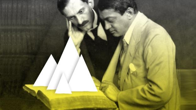 Zwei Männer schauen auf ein Buch aus dem Berge kommen (Kollage).