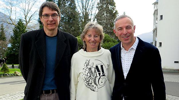 Dani Fohrler posiert mit seinen Gästen Irene Keller und Bruno Muff