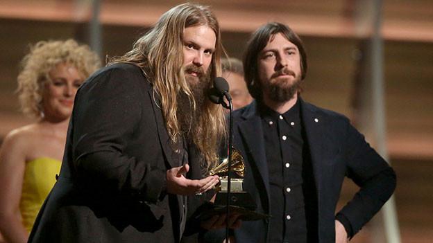 Chris Stapleton nimmt einen Grammy entgegen.