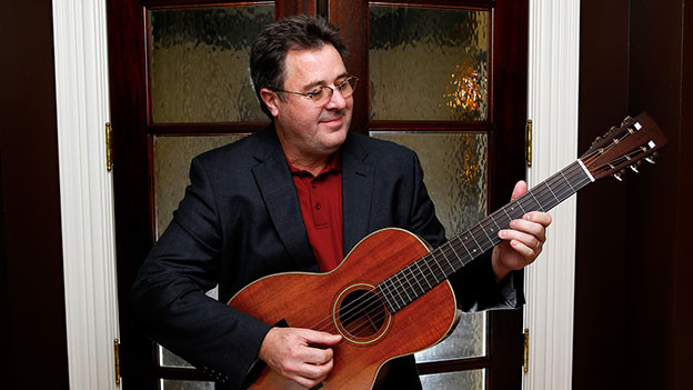 Vince Gill mit Gitarre.