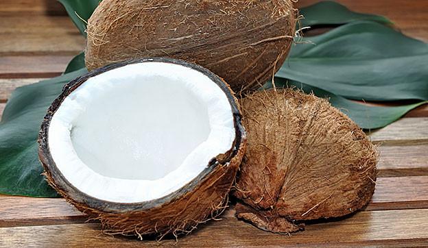 Kokosnuss halbiert.