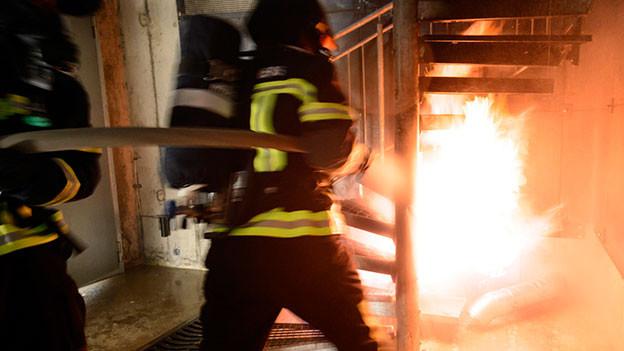 Feuerwehrmann bei einem Einsatz.