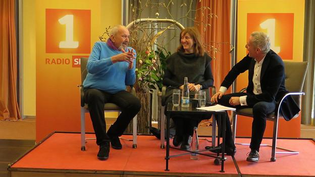 Brigitt Maag und Benny Stutz mit Dani Fohrler auf der Bühne.