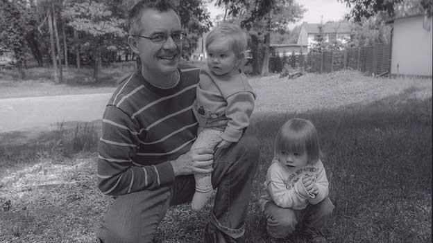 Roman Hangartner mit Töchtern.