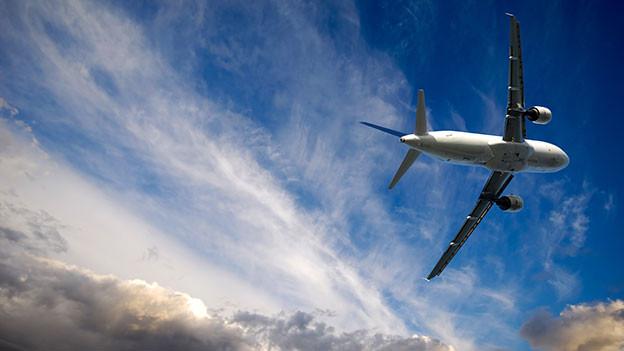 Flugzeug im Himmel.