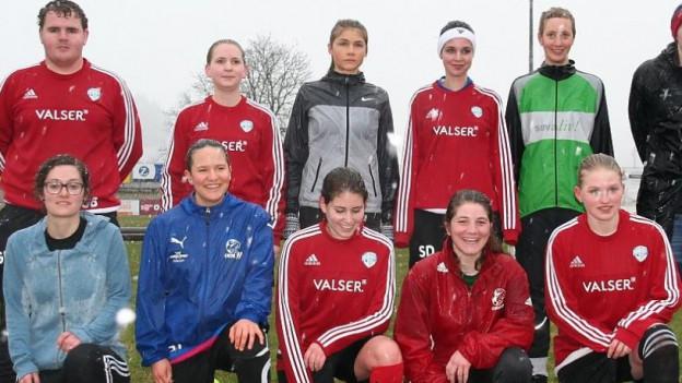 Die Fussball Damen aus der rätoromanischen Schweiz.