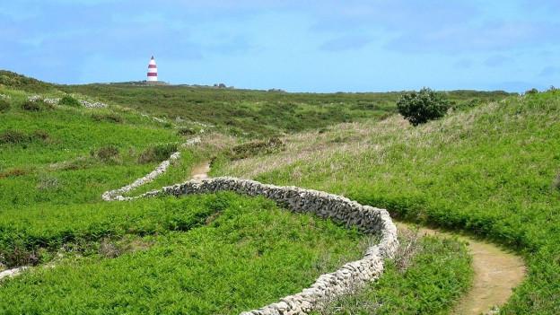Könnte Schauplatz dieses Schreckmümpfelis sein: Isles of Scilly.