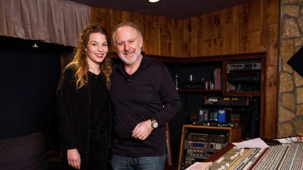 Anna Rossinelli und Peter Reber gemeinsam im Tonstudio