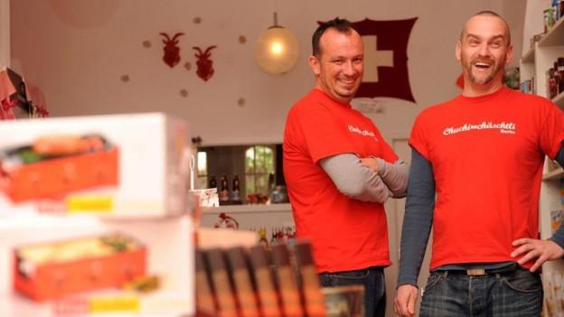 Chris Fankhauser und Matthias Kaiser in ihrem Lädeli in Berlin
