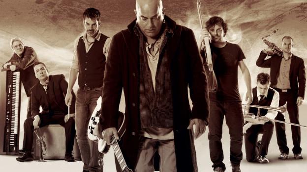 Die 6 Musiker um Boris Pilleri's Jammin' mit ihren Instrumenten versammelt.