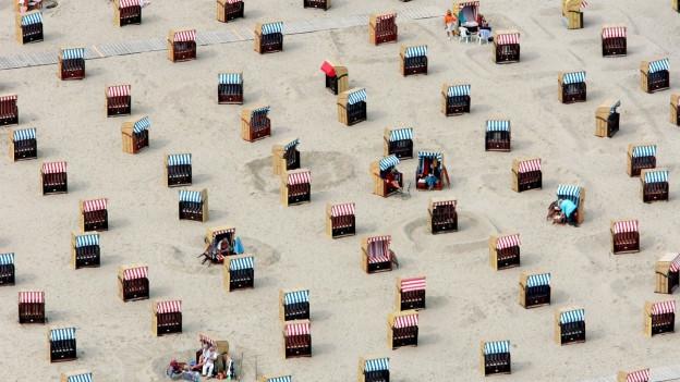 Strandkörbe.