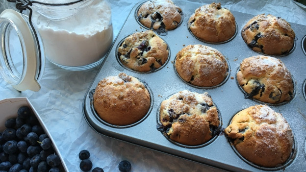 Blueberry Muffins in einem Blech