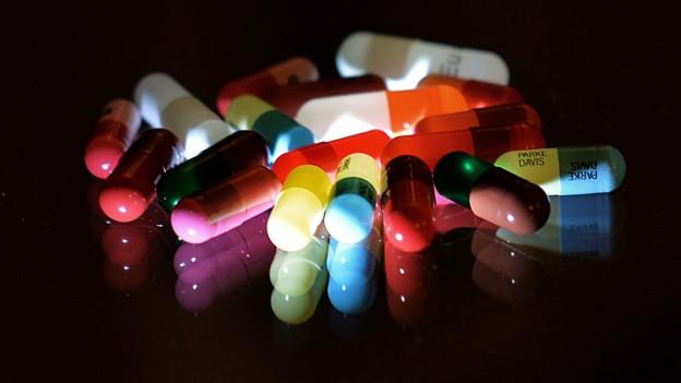 Viele Pillen auf einem Haufen
