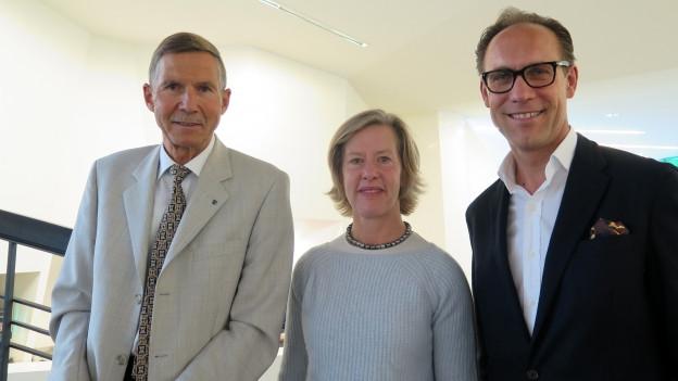 «Persönlich»-Gastgeber Christian Zeugin (rechts) mit Barbara Artmann und Urs Winzenried.
