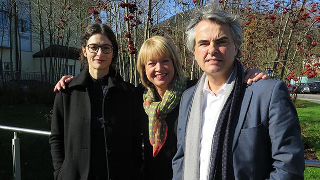 Daniela Lager (mitte) mit Matthias Ackeret und Karin Enzler.