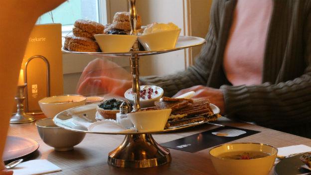 Tee zum Dessert trinken.