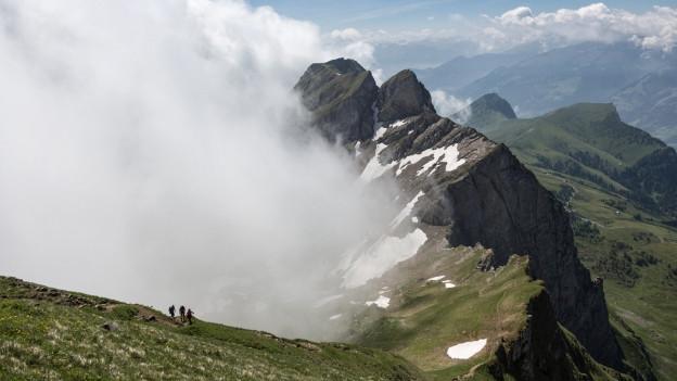 Blick auf aufsteigenden Nebel.