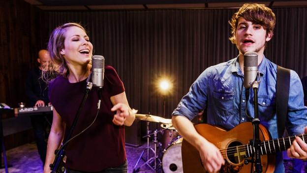 Jael und Damian Lynn auf der Bühne