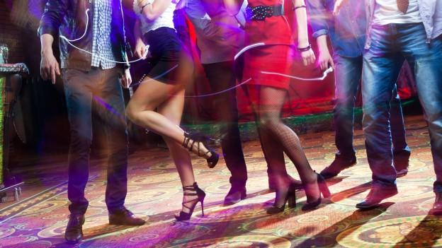 Tanzende Menschen.