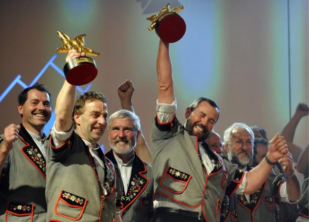 Die Jodler jubeln wegen ihrer Auszeichnung am Prix Walo 2008.