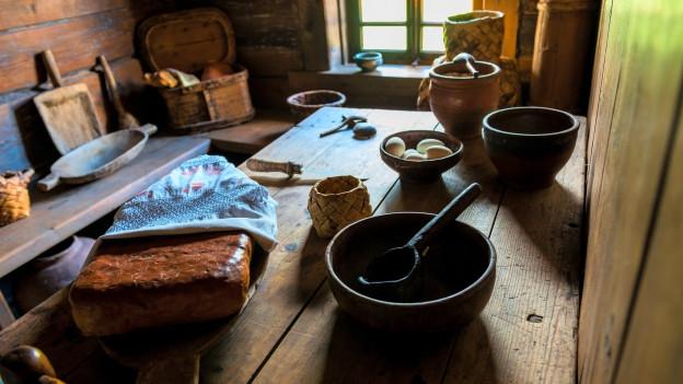 Nachgestellte Szene einer Küche aus dem Mittelalter.