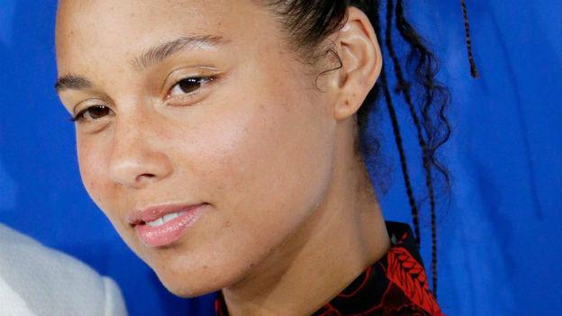 Sängerin Alicia Keys ungeschminkt.