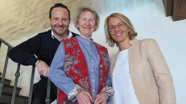 Claudio Zuccolini, Annelise Leu und Sonja Hasler posieren für ein Gruppenbild.