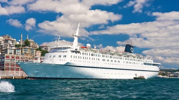Kreuzfahrtschiff in Istanbul.