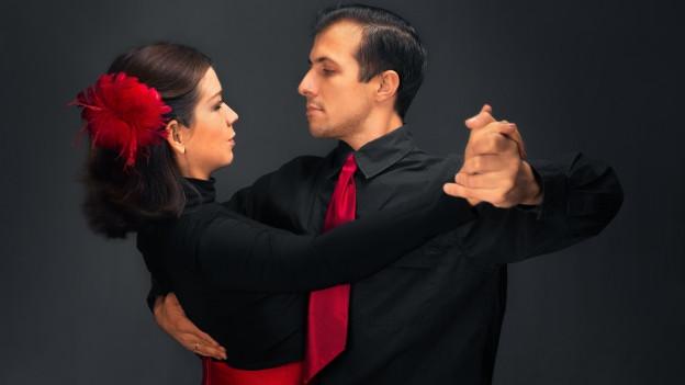 Paar beim tanzen.