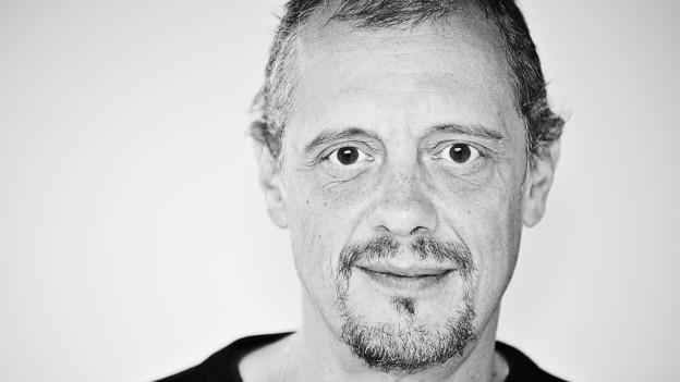 Michael Gertschen Portrait als Schwarz-Weiss-Aufnahme.
