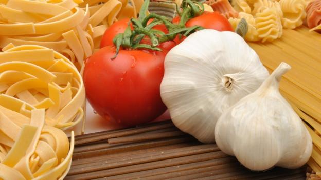 Zutaten für Pasta mit Tomatensugo