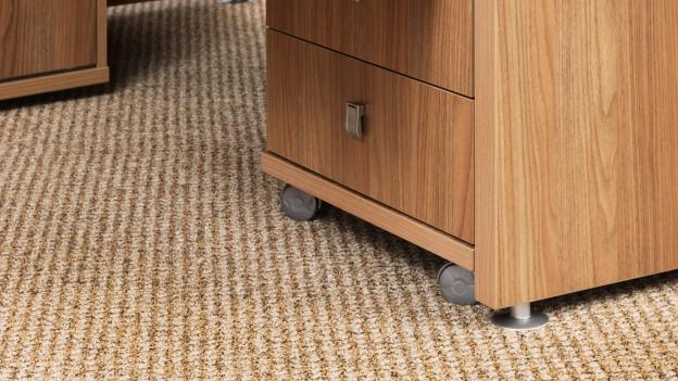 Pult auf einem Teppich.