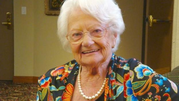 Porträtfoto der 104-jährigen Francis.