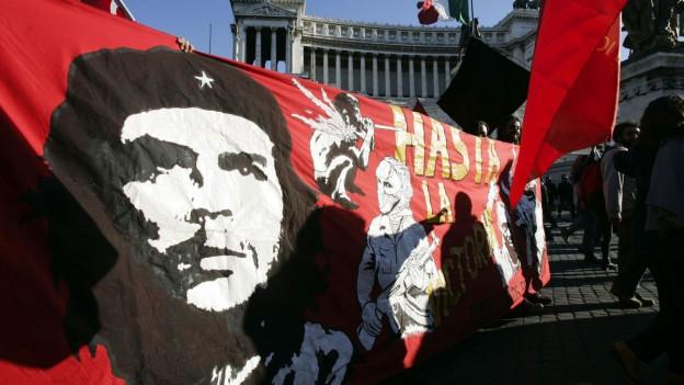 Grosses Banner mit Konterfei von Che Guevara