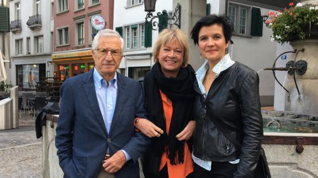 Rolf Lyssi (l) und Augusta Theler (r) treffen sich im «Persönlich» bei Daniela Lager.