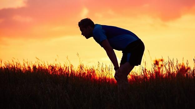 Mann atemlos beim Joggen