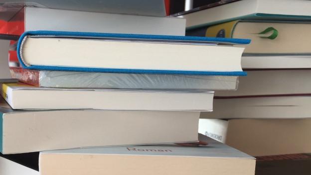 Bücher aufgestapelt