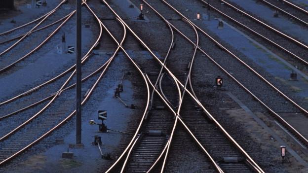 Blick von oben auf eine Gleisanlage.