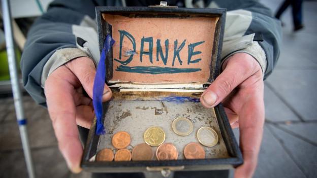 Der Ratgeber widmet sich dem Thema Spenden (Symbolbild).