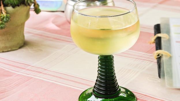 Weinglas mit «Non Filtré».