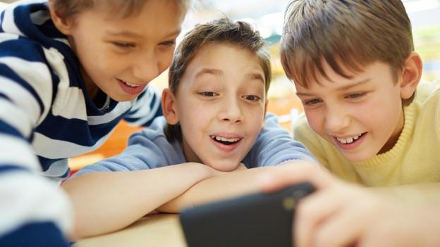Kinder und der Umgang mit Smartphones: Wir geben Rat.