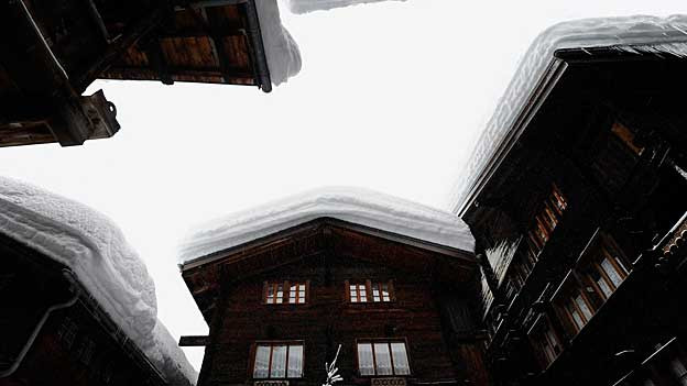 Verschneite Dächer in Kippel, Lötschental (VS).